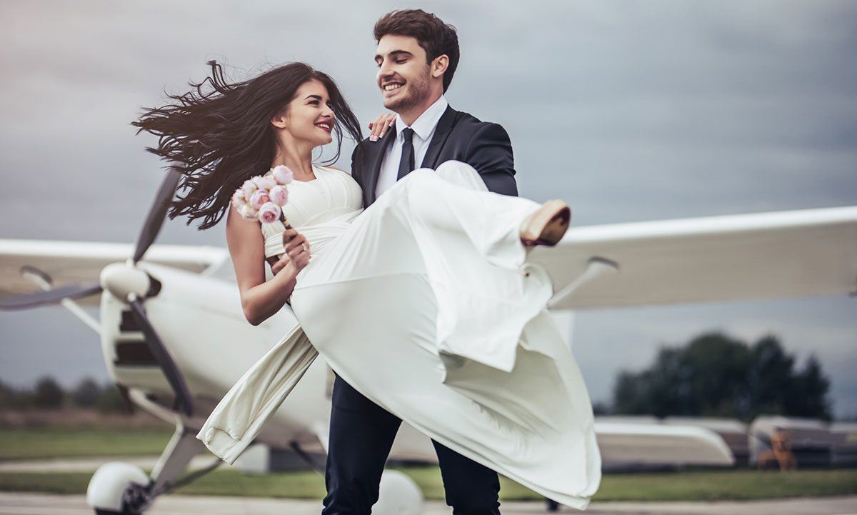 flying to your wedding in an airplane